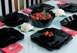černý jídelní servis