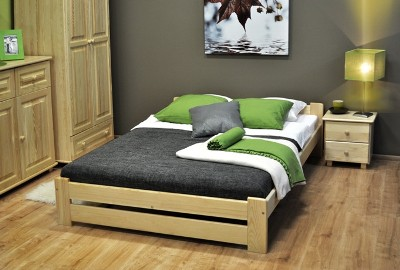Postel z masivu NIKA ve velikosti 120 cm x 200 cm v setu s pěnovou matrací a roštěm, cena: 3 490 Kč (www.maxi-postele.cz)