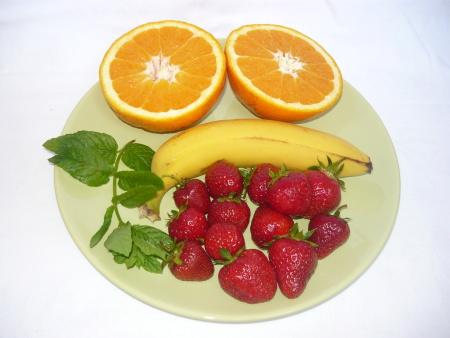 Jahody, banán, pomerenč a máta
