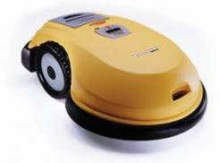 Robomow RL855 je doporučován pro trávníky do 1000m2, cena: 32 900 Kč (www.robotworld.cz)