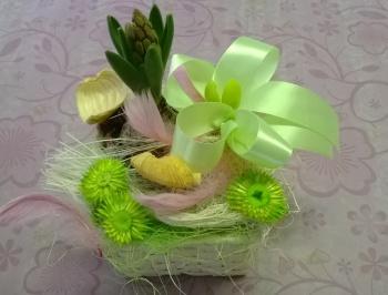 Jarní dekorace do bytu s hyacintem