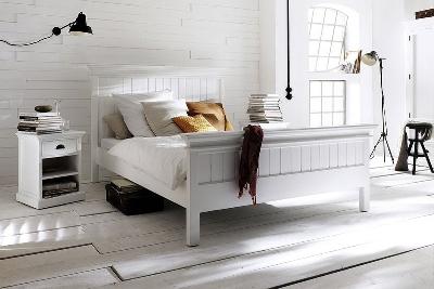 Mahagonová postel z masivu HALIFAX, cena: 23 077 Kč ve velikosti 180 cm x 200 cm (www.seart.cz)