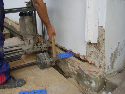 Technologie podříznutí zdiva pomocí řetězové pily
