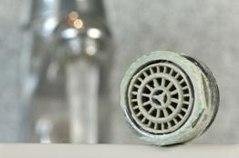 vodní kámen sprcha